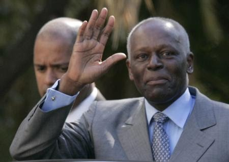 Angola's President Jose Eduardo dos Santos waves as he leaves Sao Bento Palace after a meeting with Portuguese Prime Minister Jose Socrates in Lisbon March 11, 2009. Angolan state-owned oil company Sonangol and Portugal's state-run bank Caixa Geral de Depositos (CGD) on Wednesday signed an agreement to invest $500 million each in a new bank to finance infrastructure projects in Angola.